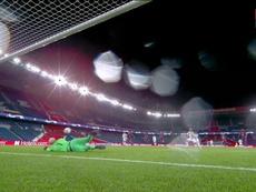 Keylor paró el penalti a Bruno, pero hubo que repetirlo. Captura/MovistarLigadeCampe