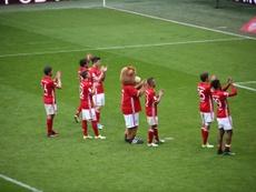 Los jugadores aplaudieron a su afición. FCBayern
