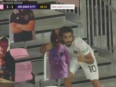Pizarro celebró su gol con el público de cartón. Captura/MLS
