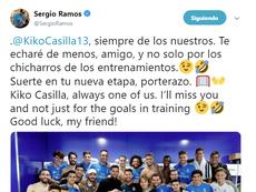 Sergio Ramos dio esta camiseta a Casilla como recuerdo antes de partir. Twitter/SergioRamos