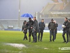 La fuerte lluvia dejó impracticable el césped del Armand Cesari, el feudo del Bastia. FCNantes