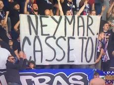 Torcida do PSG se cansa e pede saída de Neymar. Captura/Canal+