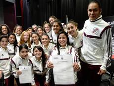 Las jugadoras de River Plate posaron contentas con sus contratos firmados. Twitter/RiverPlate