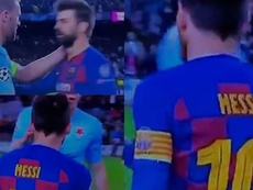 Television pictures show Messi and Pique talking to the Czech keeper. Capturas