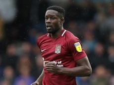 El club mantendrá el contrato de Leon Barnett. Northampton