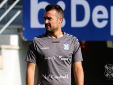 López Garai dijo adiós al Tenerife embargado por la emoción. Twitter/CDTOficial