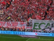Adeptos do Bayern protestam contra a reforma da Champions. Captura/ZDF