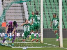 Los futbolistas del Rio Ave celebran el gol de Guedes, el primero del partido ante el Vitória de Guimaraes. RioAve