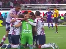 Los jugadores de Chivas señalaron al cielo. Captura/Twitter