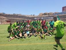 Los jugadores de la UD Gran Tarajal, celebrando el ascenso a Tercera. Twitter/UDGTST