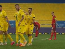 Zinchenko le da a Ucrania la primera alegría. Captura/UEFATV