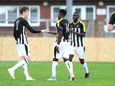 La Juve viste a rayas negras y blancas por el Notts County. NottsCountyFC
