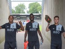 Los jugadores del Oporto, tras su primer amistoso. FCPorto