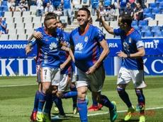 Los jugadores del Oviedo celebran uno de los goles del partido ante el Sevilla Atlético. Twitter/LaL