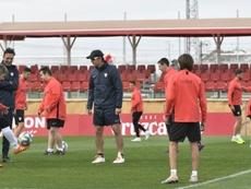 El Sevilla entrenó junto al equipo Genuine. EFE