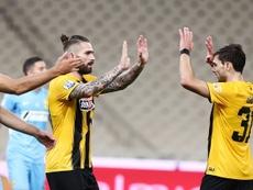 Lucas Boyé celebró un gol tras un año y medio. AEK