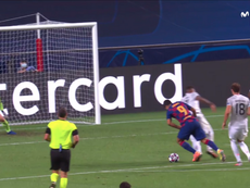Boateng sufrió otro gran regate ante el Barça. Captura/MovistarLigadeCampeones