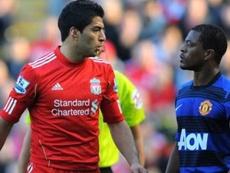 Suárez fue sancionado por un ataque racista a Evra. AFP