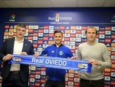 Luismi fue presentado con el Oviedo. Twitter/RealOviedo