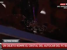 Castigo para el aficionado que lanzó un objeto al autobús del Barcelona. Captura/GOL