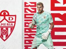 Makaridze fucha por el Almería. Twitter/U_D_Almeria