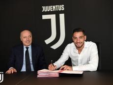 De Sciglio será el sustituto de Dani Alves. JuventusFC