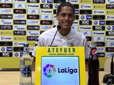 Lemos (d) decidió quedarse en Las Palmas. Twitter/LasPalmas