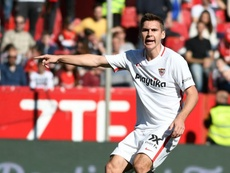 Wöber se acerca a la salida. SevillaFC