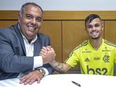 Michael é apresentado oficialmente como novo reforço do Flamengo. Twitter @Flamengo