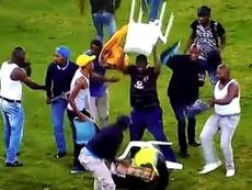 Scènes de folie sur la pelouse des Kaizer Chiefs. Capture/Youtube