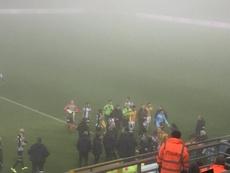 La niebla obligó a suspender el Charleroi-Mechelen. Twitter/SportCharleroi