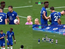Jorginho ya había metido un penalti y Abraham lo quería para él. Captura/DAZN