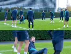 Tottenham y los dos caños a Harry Kane. Twitter/SpursOfficial