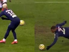 El PSG disfruta: del pase con el culo de Ney a la mano de Mbappé. Captura/Movistar