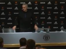 Mourinho brincou com a falta d'agua. Captura/Youtube