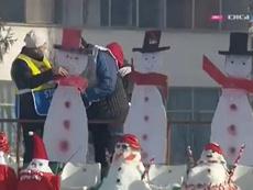 A falta de público, en Rumanía hubo ¡muñecos de nieve! Captura/DigiSport