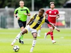 El centrocampista llegó cedido al Vitesse esta temporada. Twitter/MijnVitesse