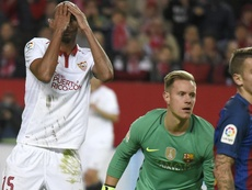 N'Zonzi in action against Barcelona. SevillaFC