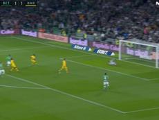 Fekir aproveitou o erro de Vidal e recolocou o Betis na frente. Captura/MovistarLaLiga