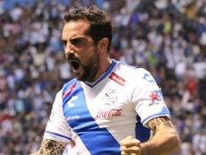 Navarro celebra un gol con la camiseta de Puebla.  ClubPuebla