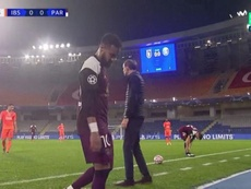 Neymar went off injured in Turkey. Screenshot/MovistarLigadeCampeones
