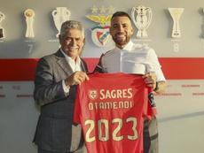 Otamendi assinou contrato com o Benfica válido até 2023. Twitter/SLBenfica