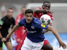 Liverpool éloigne la piste Kabak pour remplacer Van Dijk. EFE