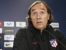 Pablo López felicitó a sus jugadoras. AtletiFemenino