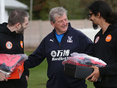 Roy Hodgson shares kind word with members of the homeless World Cup team. CPFC/TWITTER