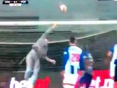 Casillas sacó una mano extraordinaria. Captura