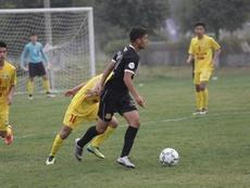 El Sinchua Longfa FC (de amarillo), nuevo equipo de Vítor Pontes. NASL.