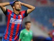 Paul Parvulescu, nuevo jugador del Wisla Plock, en un partido con el Steaua. SteauaBucarest