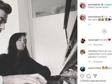 Dybala s'essaye au piano. Instagram/paulodybala