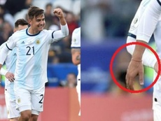 Messi emprestou a pulseira da sorte a Dybala e este marcou. AFP